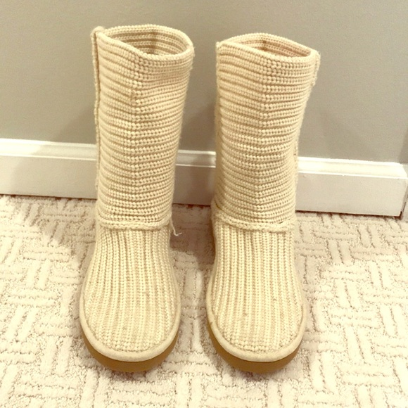 4c1f57e4d2e UGG beige sweater boot - never worn outside